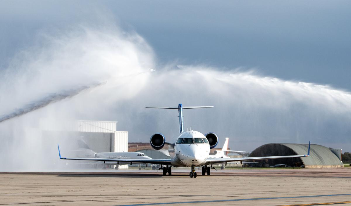 SkyWest adds service to Denver