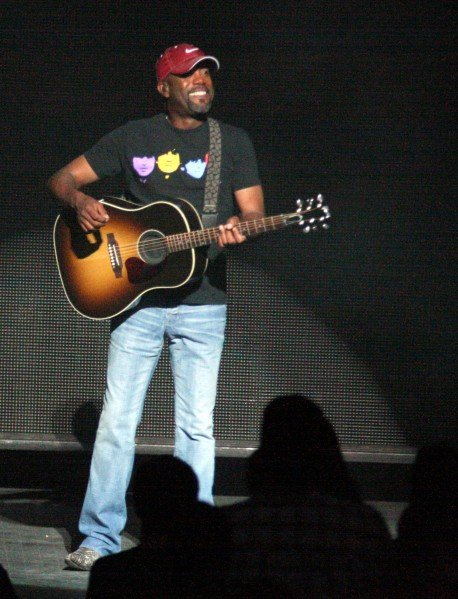 Hootie and the Blowfish's Darius Rucker embraces country ...