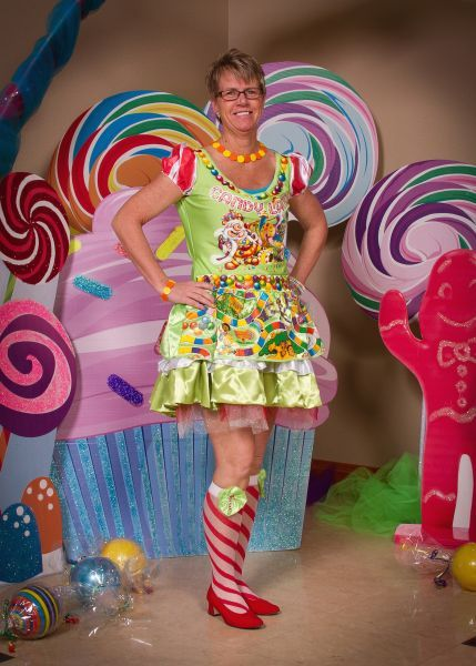 GALLAGHER: \'Sweet\' dress helps West Sioux prom emcee savor Candy ...