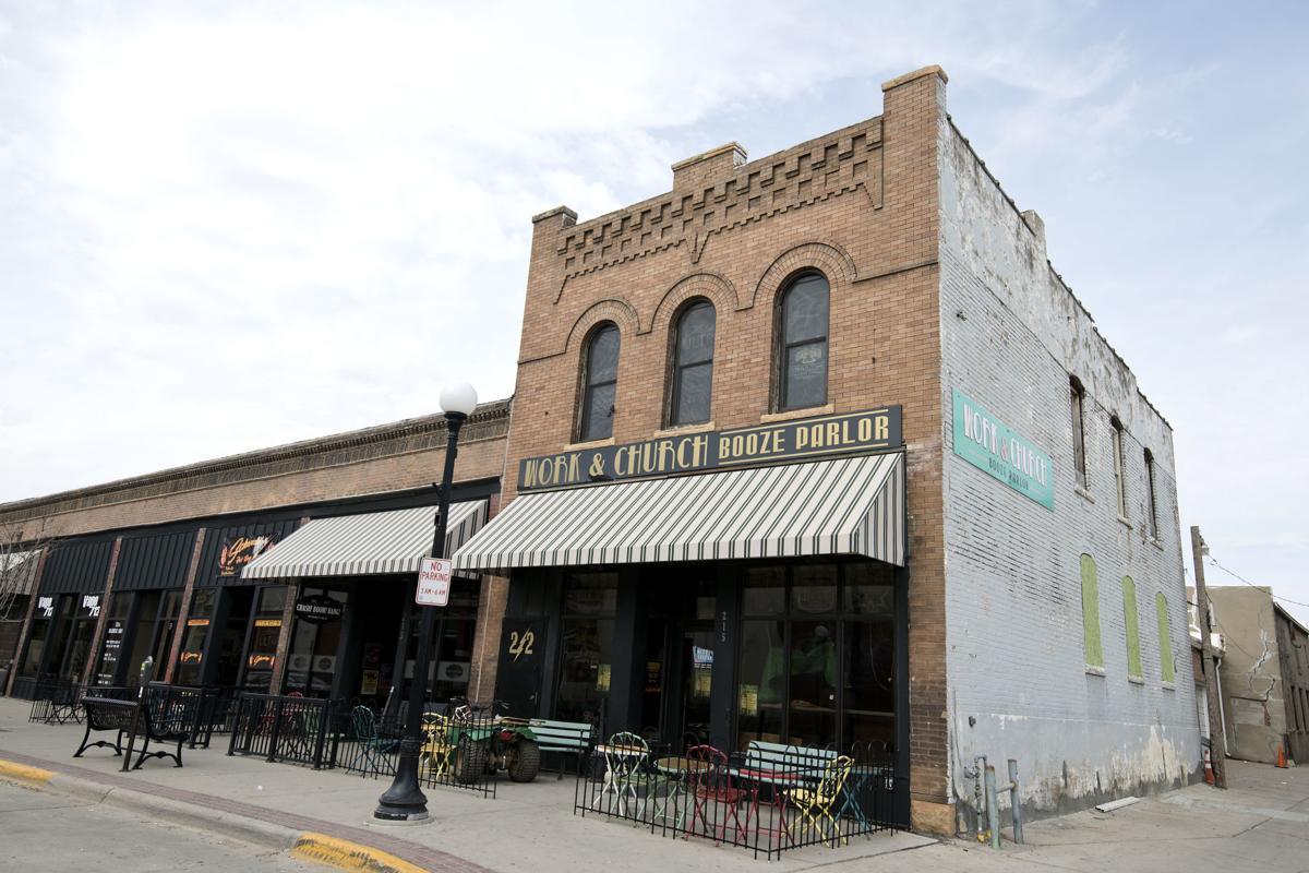Reynolds Orders Iowa Restaurants Bars To Suspend On Site Sales