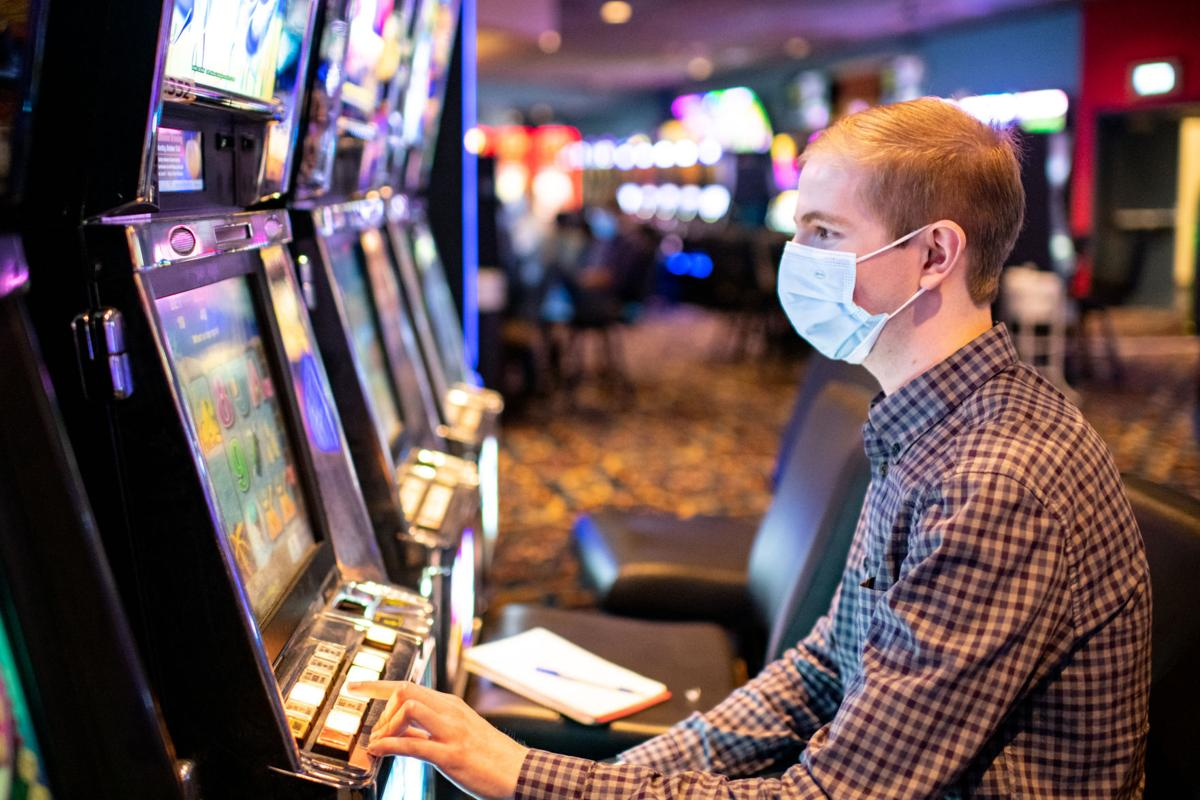 What can a Journal reporter accomplish with $5 at a casino? Lots of  talking, little winning   Local news   siouxcityjournal.com