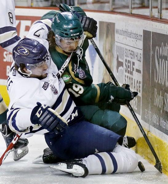 Musketeers hockey vs Sioux Falls Stampede 4/16/15