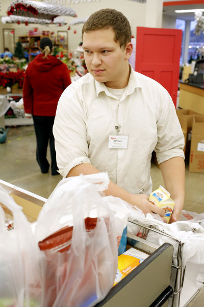 New Hy Vee Courtesy Clerk Has Eyes Set On Stardom | Siouxland Life |  Siouxcityjournal.com  Courtesy Clerk