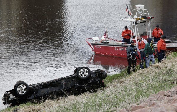 Car Recovered from Floyd River