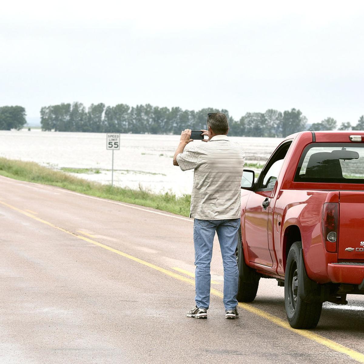 Water, water everywhere: Siouxland residents battle swollen
