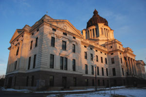 South Dakota lawmakers push flexibility amid pandemic as many forgo masks