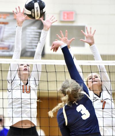 Heelan vs Sergeant Bluff-Luton volleyball