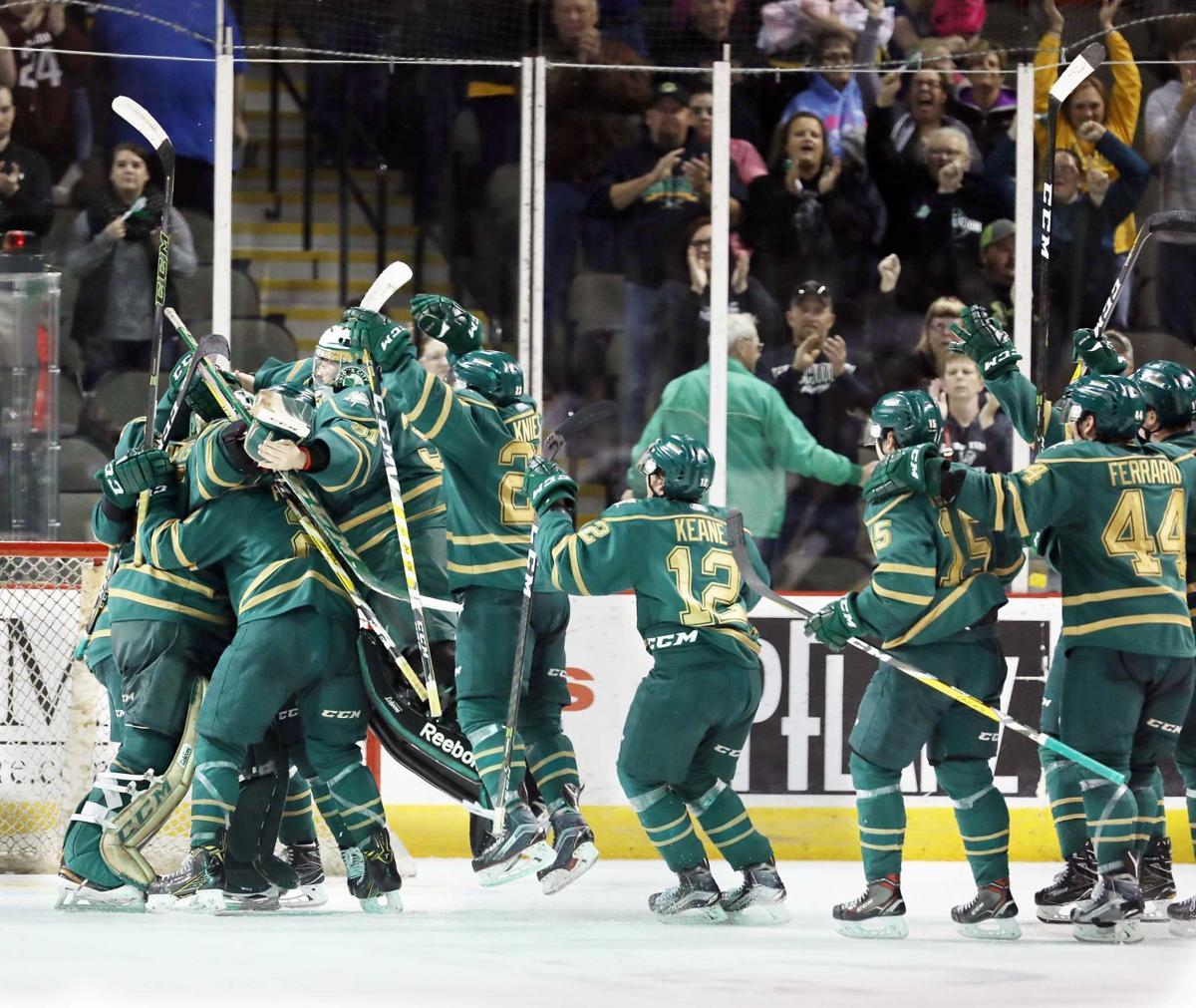 Waterloo Black Hawks at Sioux City Musketeers hockey