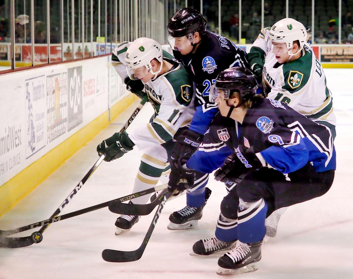 Lincoln Stars at Musketeers hockey