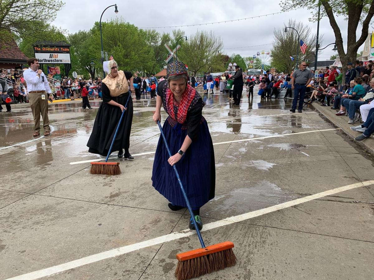 Joni Ernst cleans streets