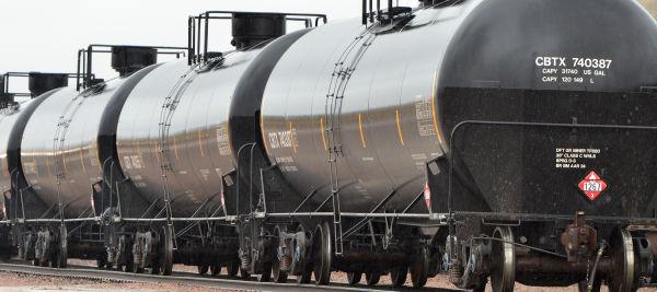 Crude oil railroad tank cars