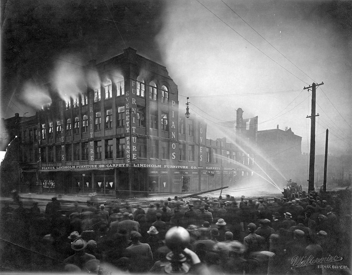 1912: Lindholm fire
