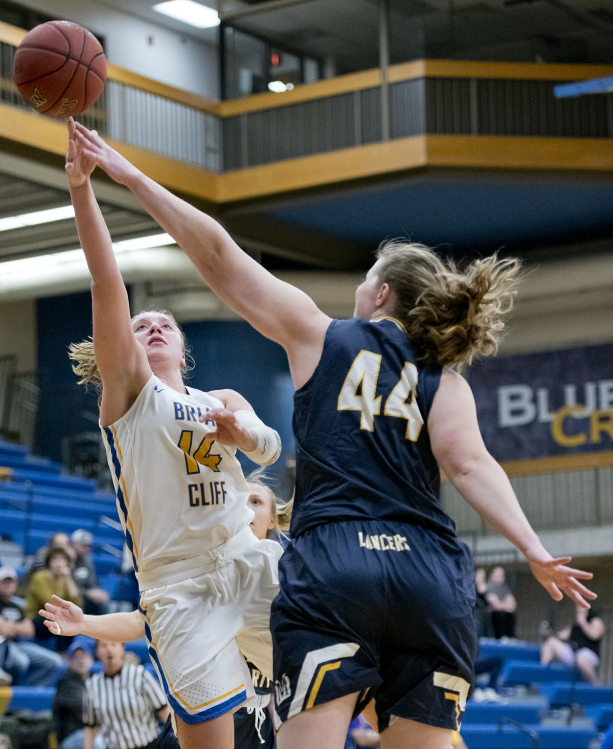 Briar Cliff defeats Mount Marty