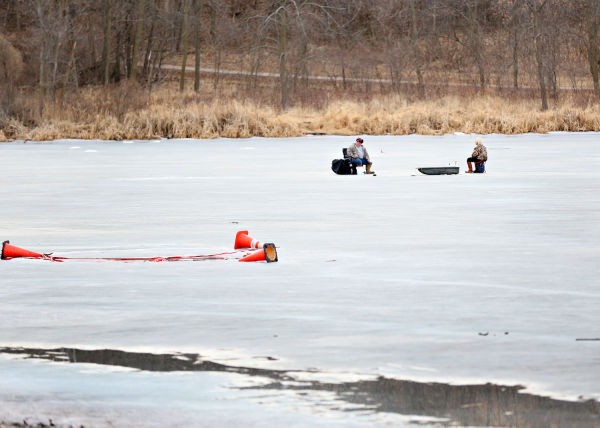 Thick ice may lead to siouxland fish kills iowa news for Ice fishing iowa