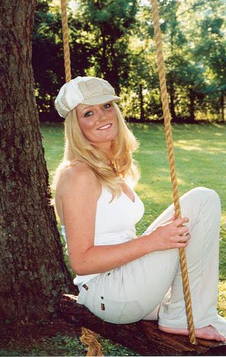 Akron girl seek country music fame in Nashville