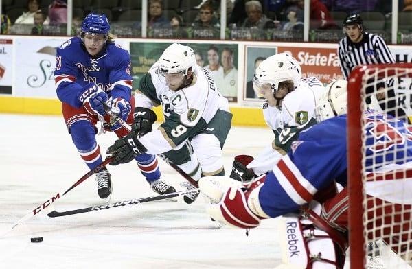 Musketeers hockey vs Des Moines Buccaneers