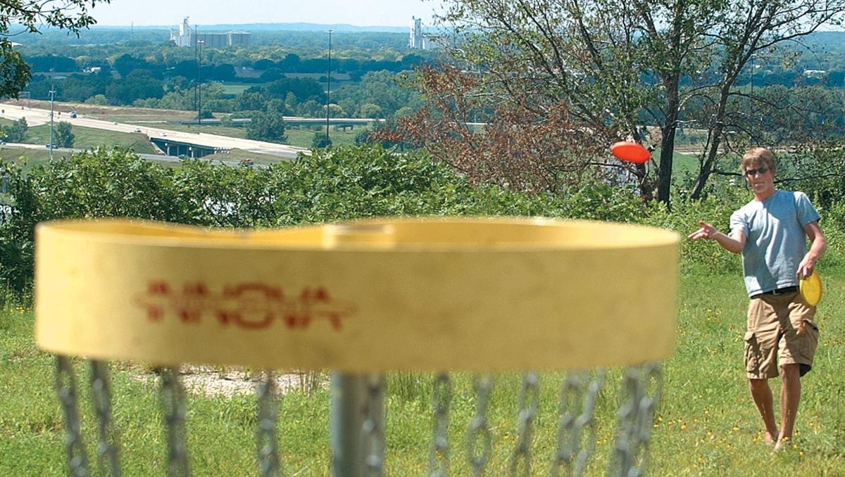 Disc golf is gaining popularity in Siouxland