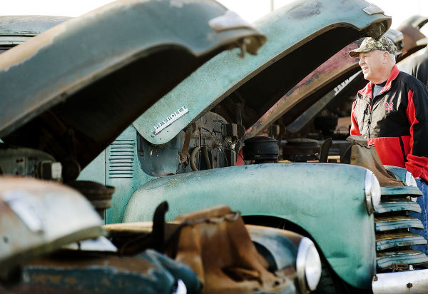 In Pierce Neb Car Lovers Pay Thousands For Pieces Of Auto