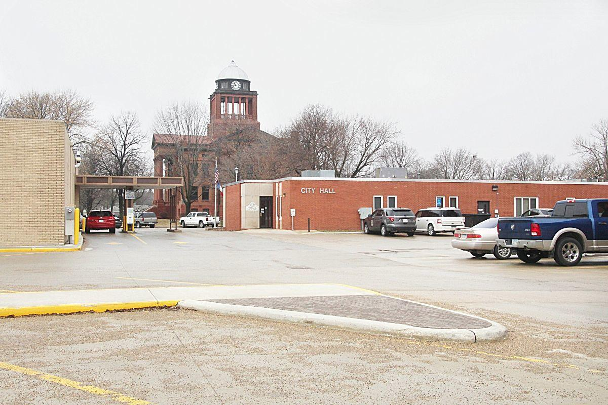 Spencer City Hall, future Farmers Trust and Savings Bank