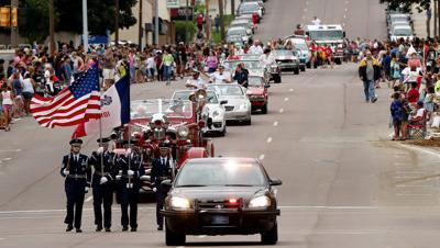 2015 River-Cade parade