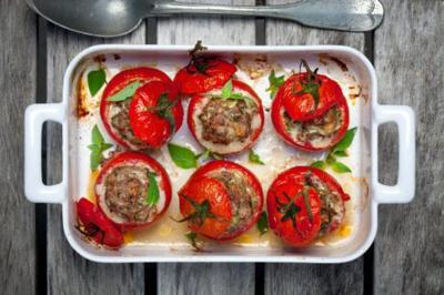 Add This Low-Carb 'Cheeseburger' Tomatoes Recipe To Your Weeknight Dinner Menu ASAP