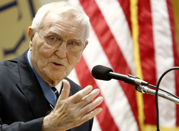 """Col. """"Bud"""" Day speaks at Briar Cliff"""