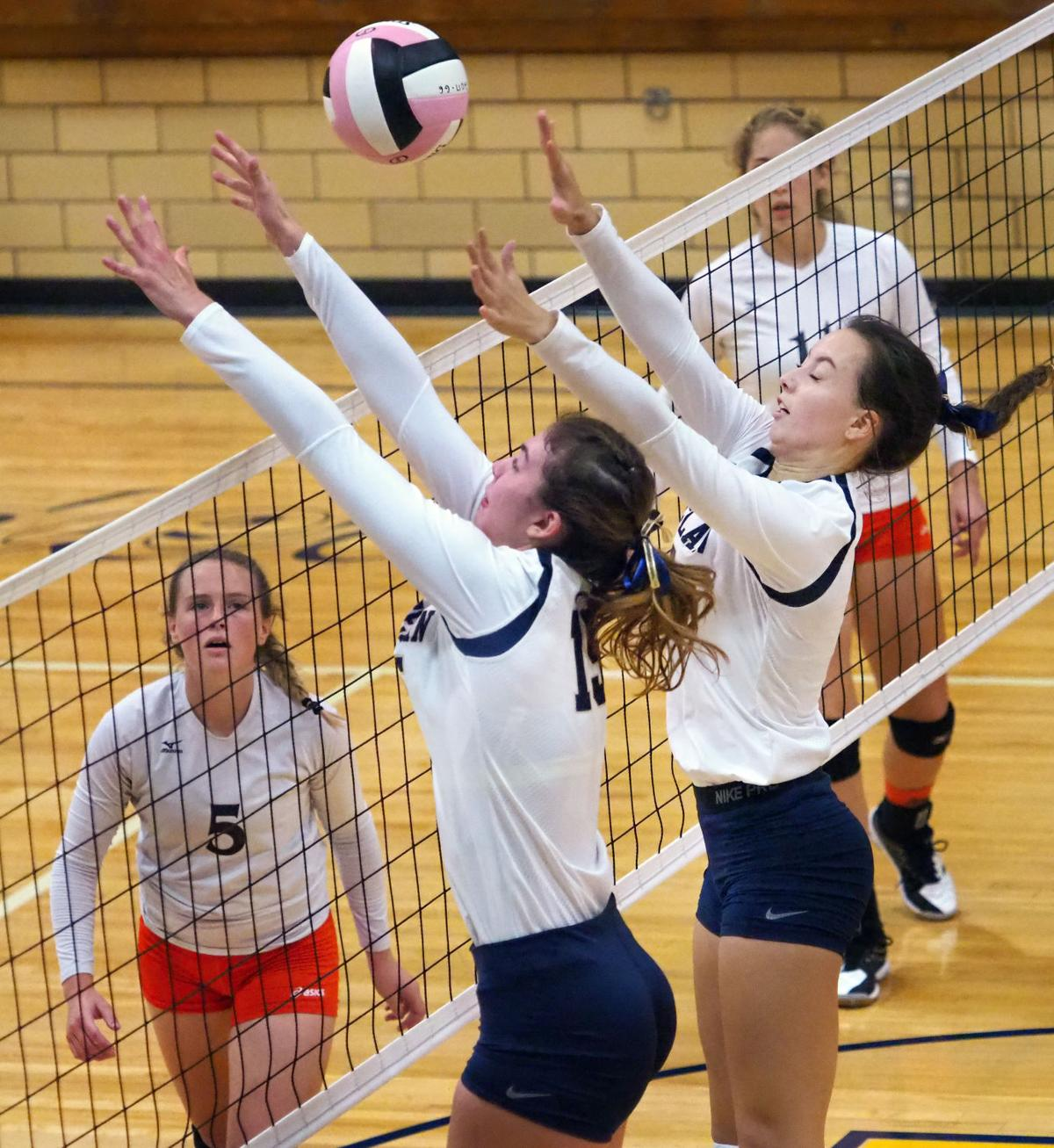 Council Bluffs Thomas Jefferson at Heelan volleyball