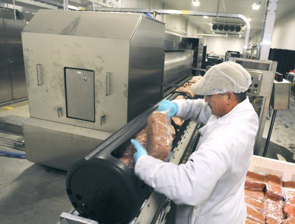 Nebraska Firm Shows Off Meat Pasteurization Equipment