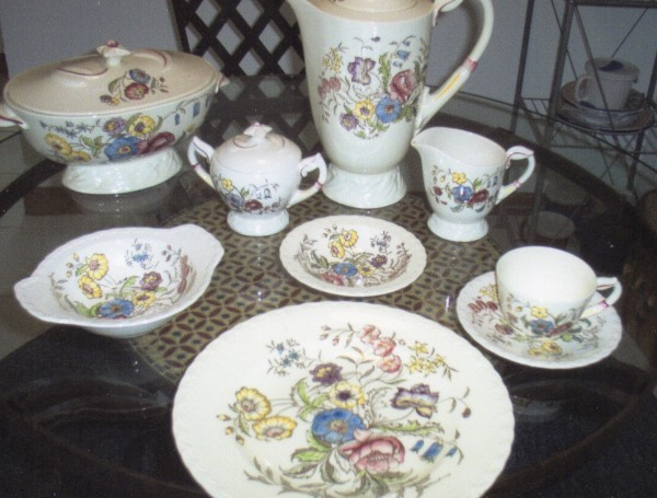 Vernon Kilns is most famous for its Disney  Fantasia  pattern but  May Flower  also has a following. : flower pattern dinnerware - pezcame.com