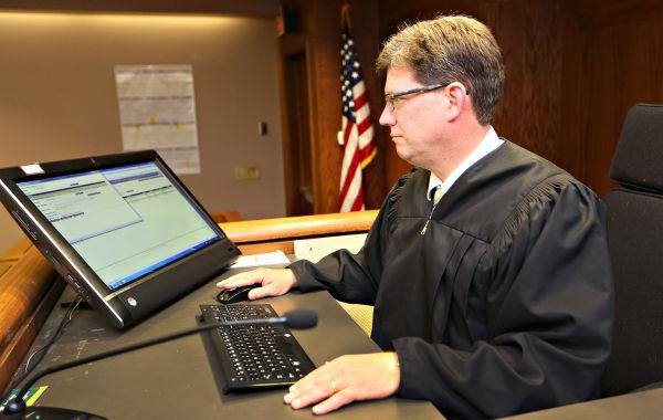 Картинки по запросу Electronic judge