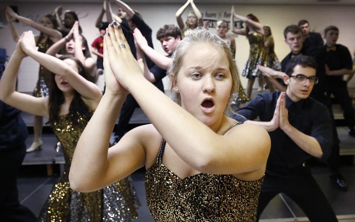 Hinton show choir rehearsal