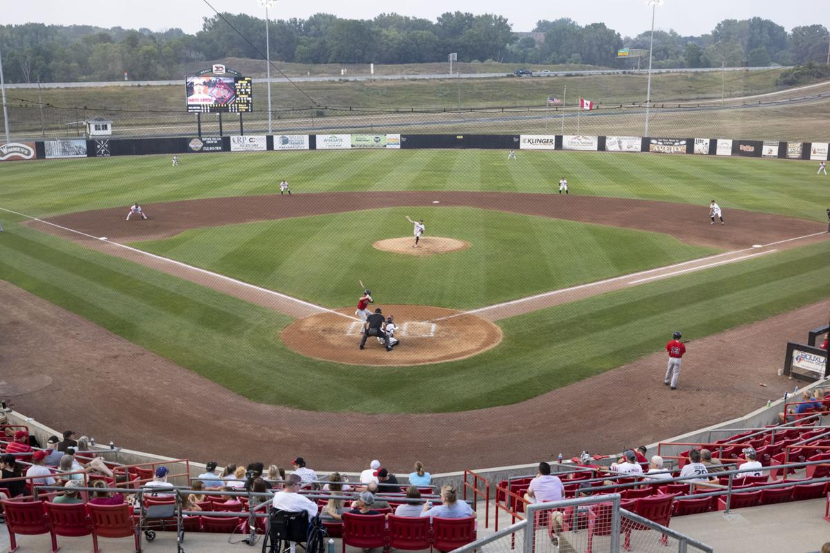 Explorers vs Goldeyes baseball
