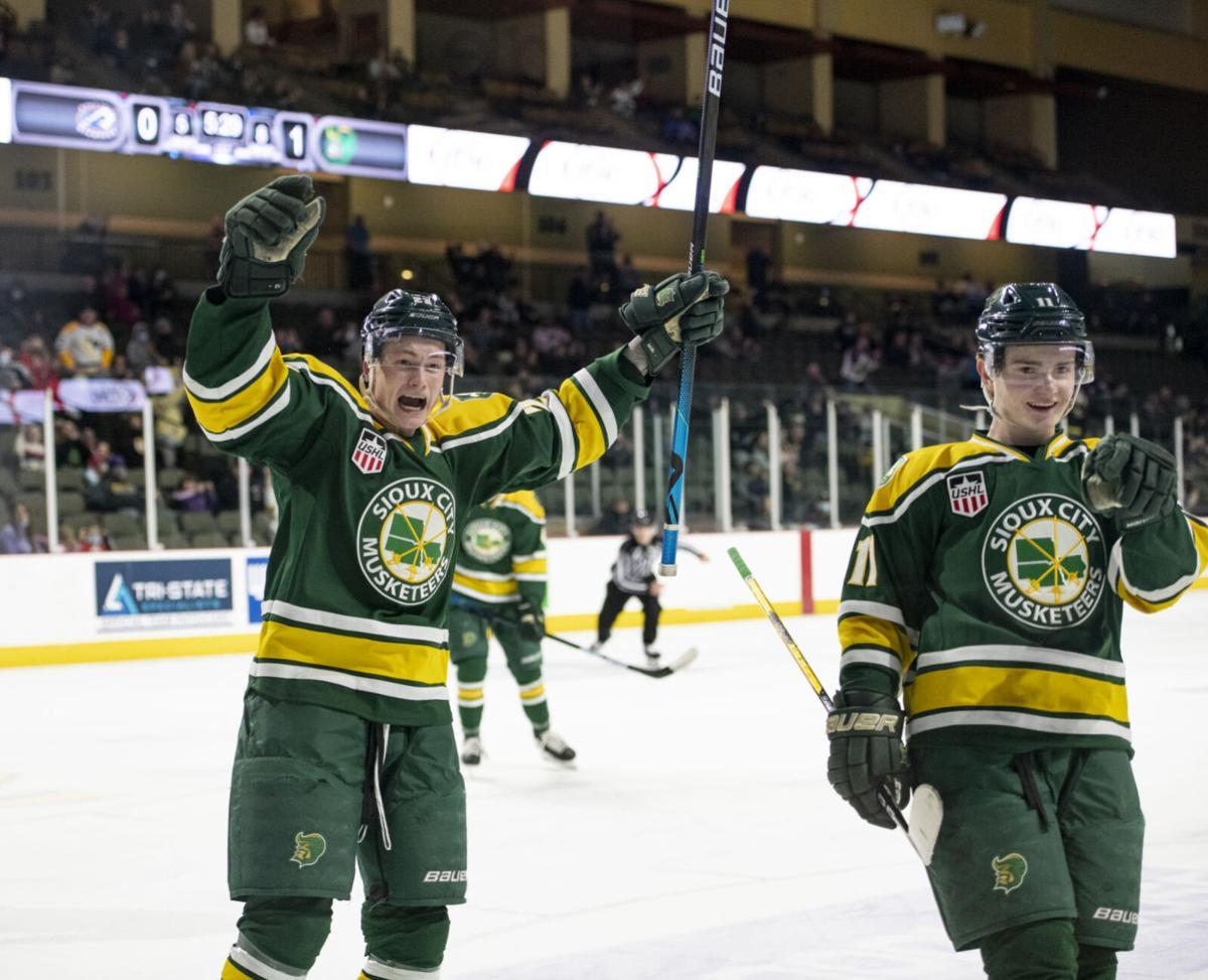 Musketeers vs Sioux Falls Stampede hockey