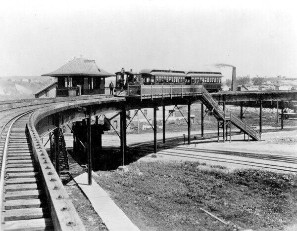 Elevated railroad