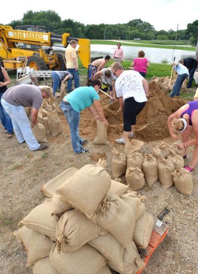 Sioux Rapids flood sandbagging