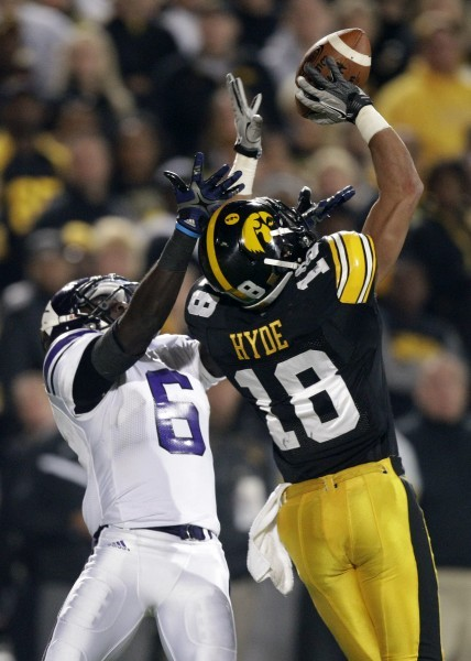 Vandenberg lifts Iowa past Northwestern 41-31   College ...