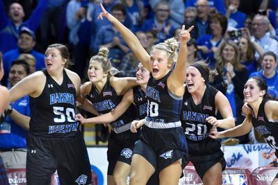 NAIA Dakota Wesleyan vs Concordia Basketball
