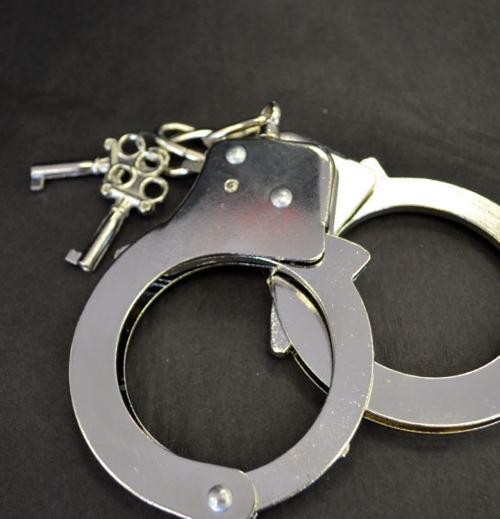 Weekender -- handcuffs