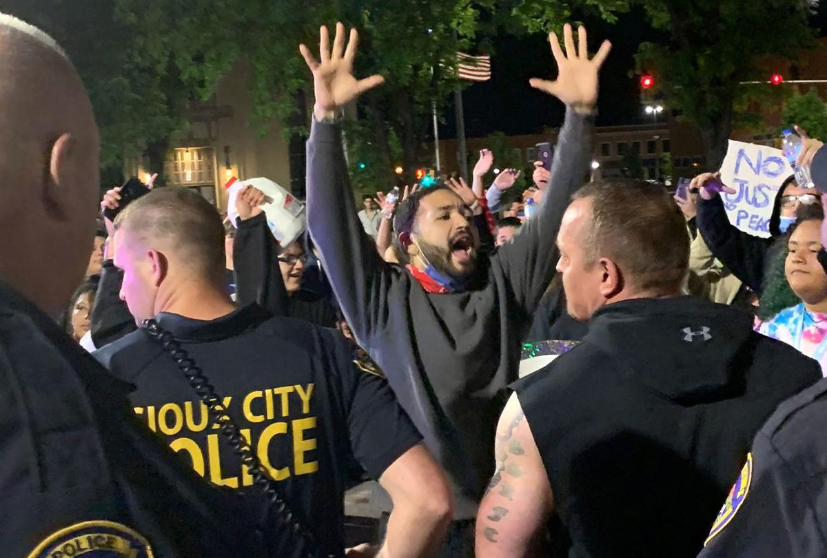 Library protest with police Sioux City