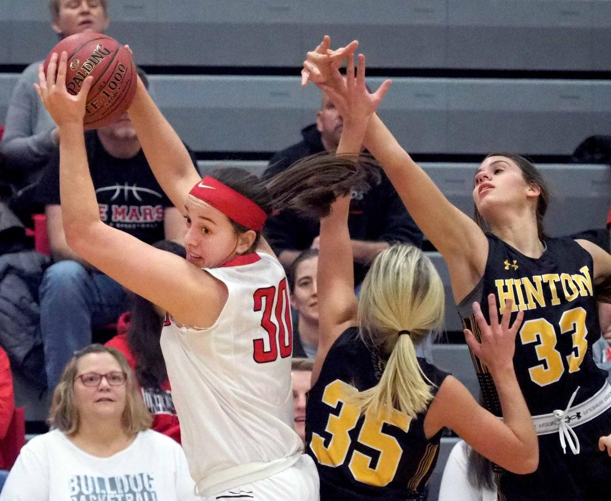 Hinton at Le Mars basketball
