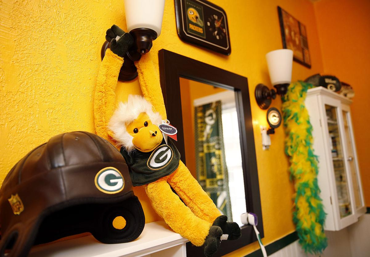 Green Bay Packer fans Gary and Marie Dicus