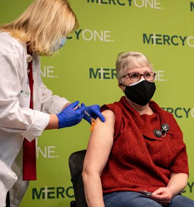 Healthcare workers get COVID-19 vaccine
