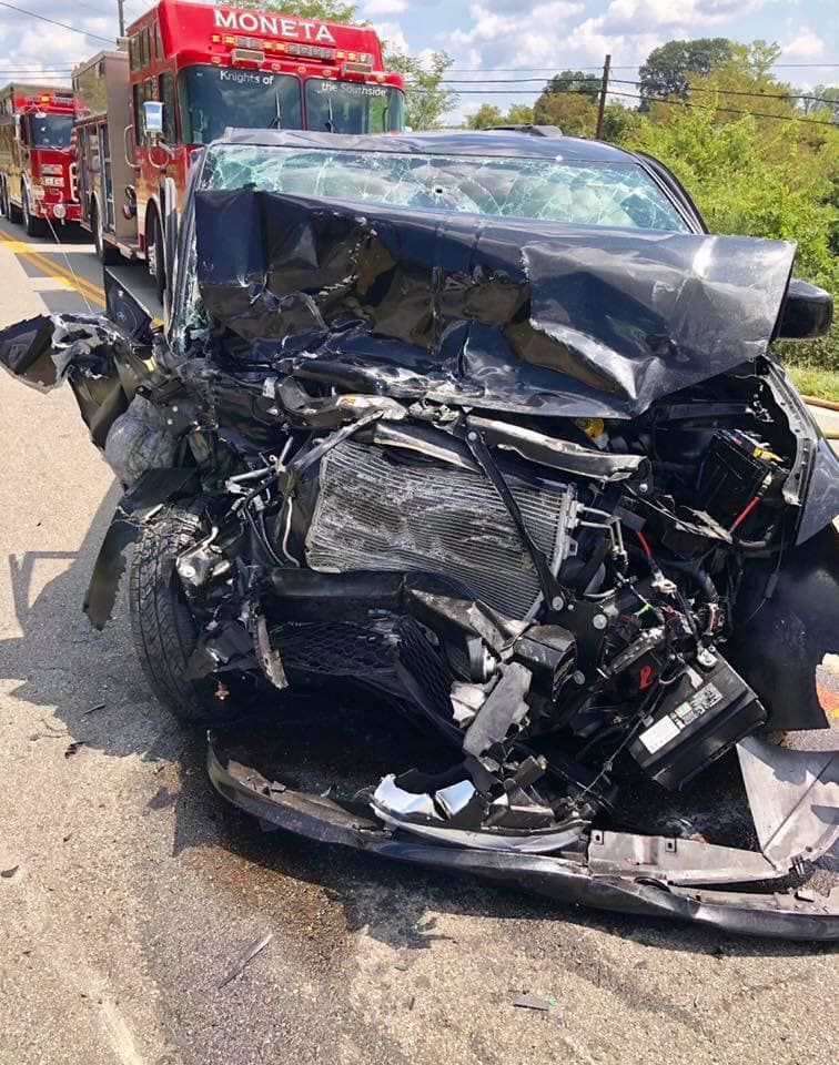 Moneta man dies in crash