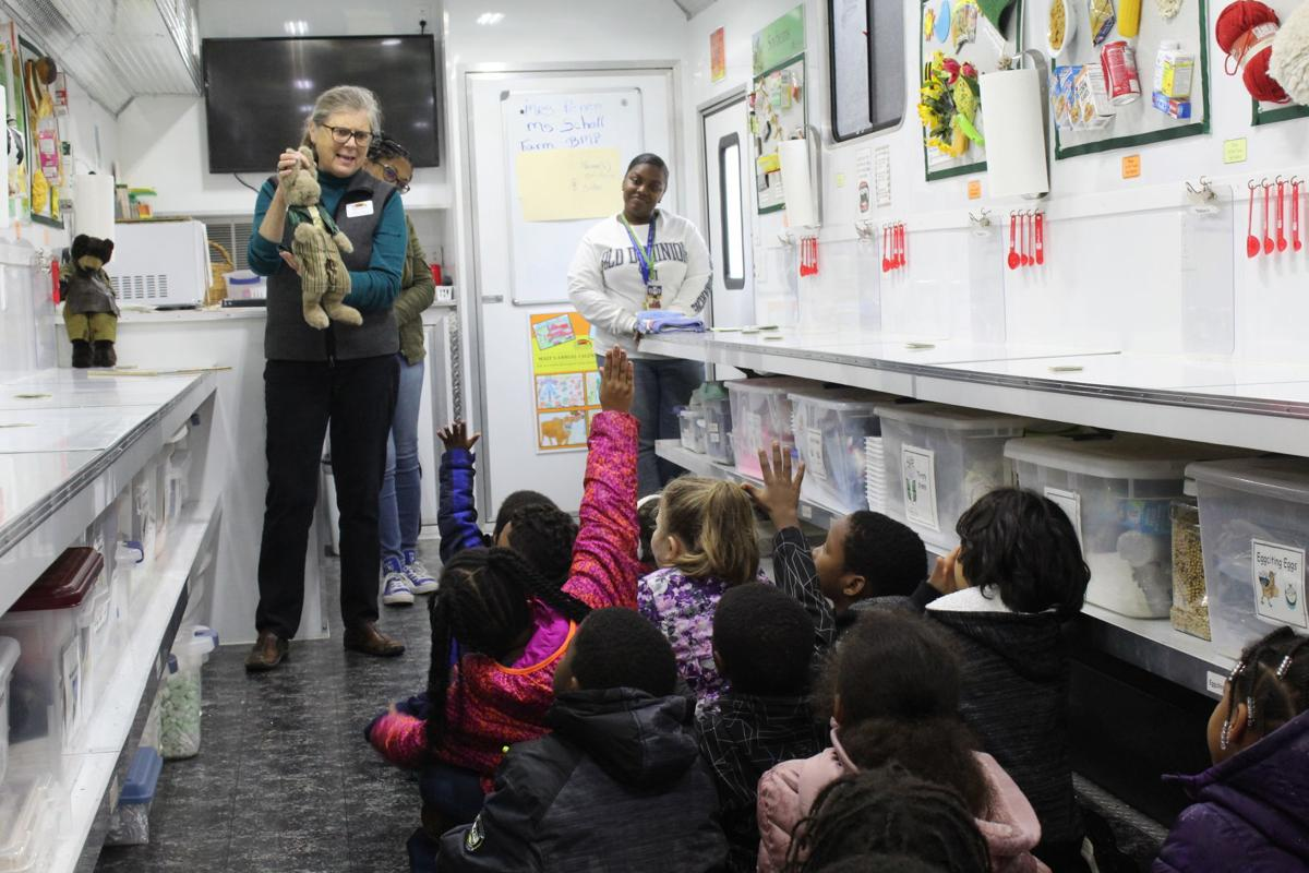 Mudd Elementary hosts mobile science lab