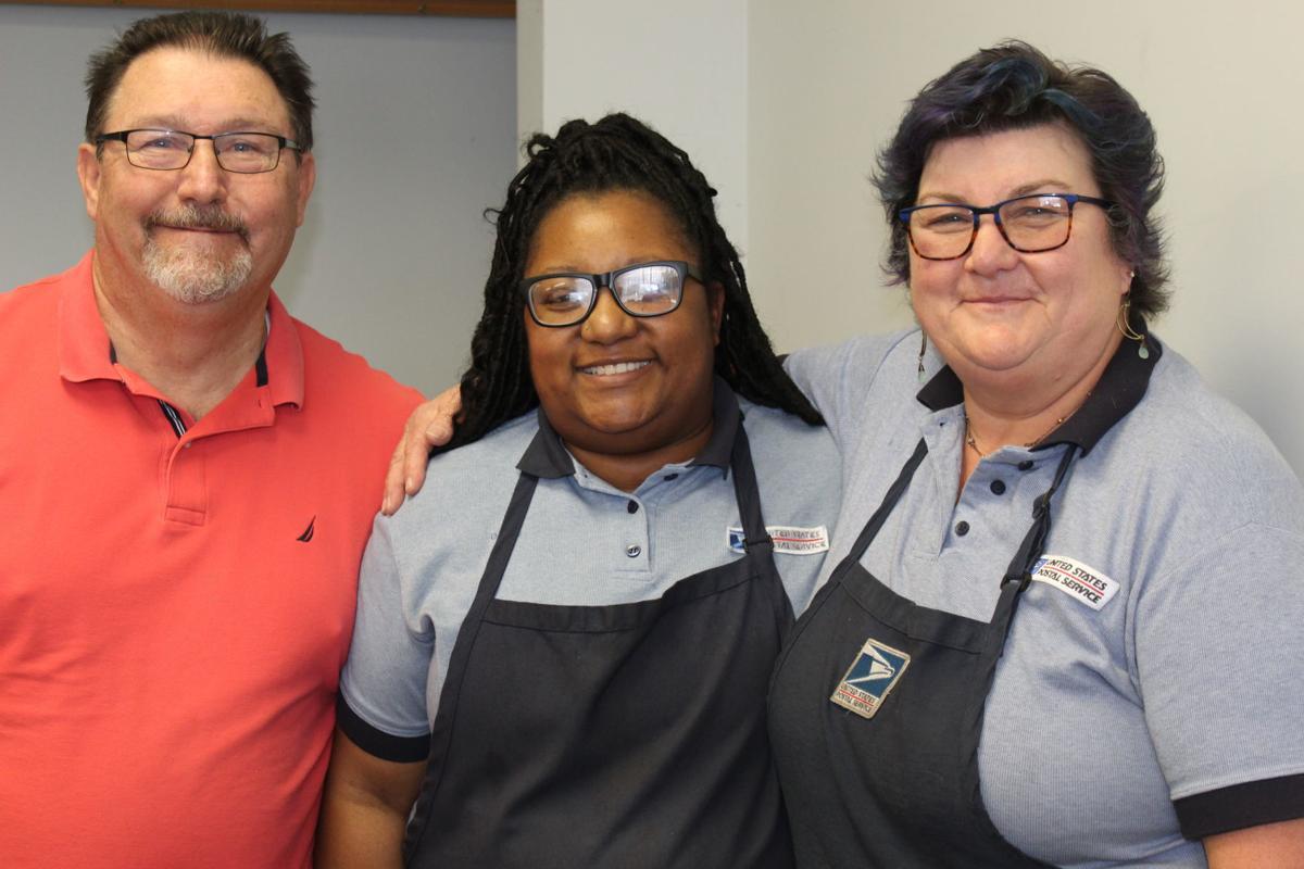 Postal worker retires