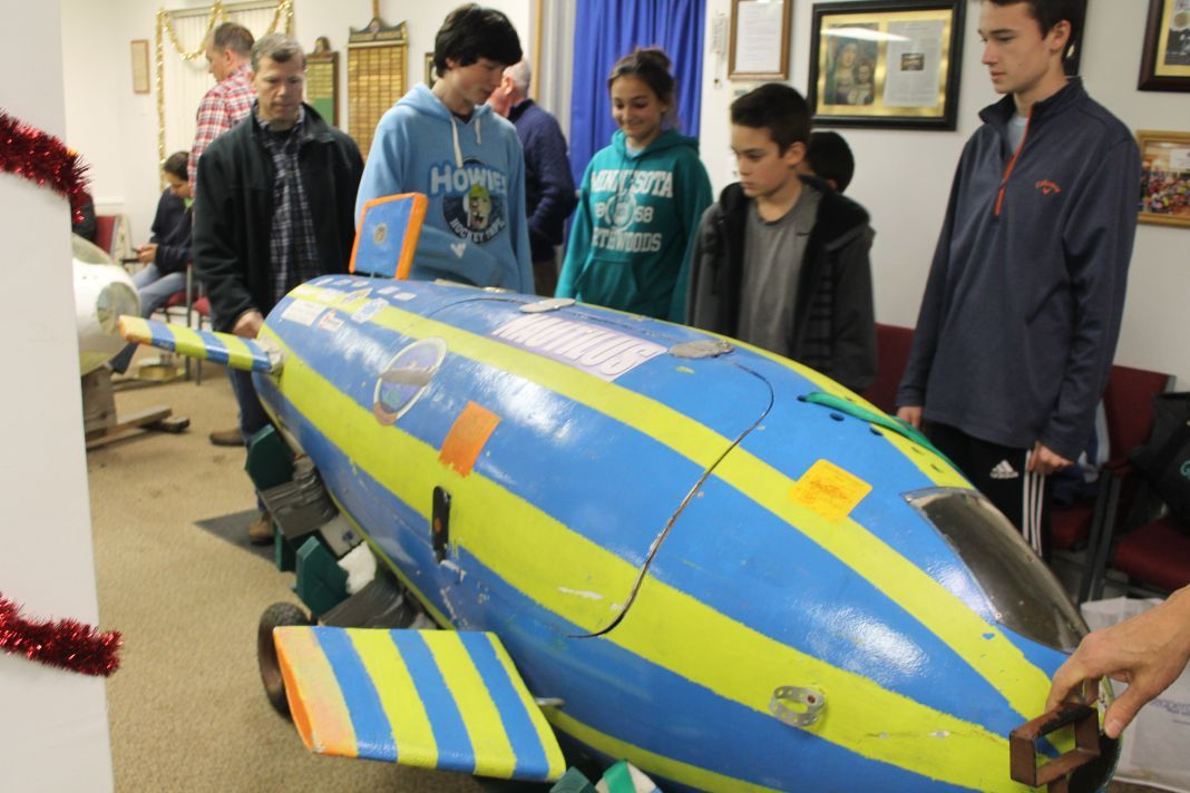 Student group building submarine for 2017 competition