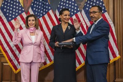 Congressman Mfume sworn in