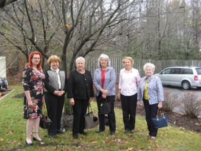 Colonial Dames mark founding member's grave