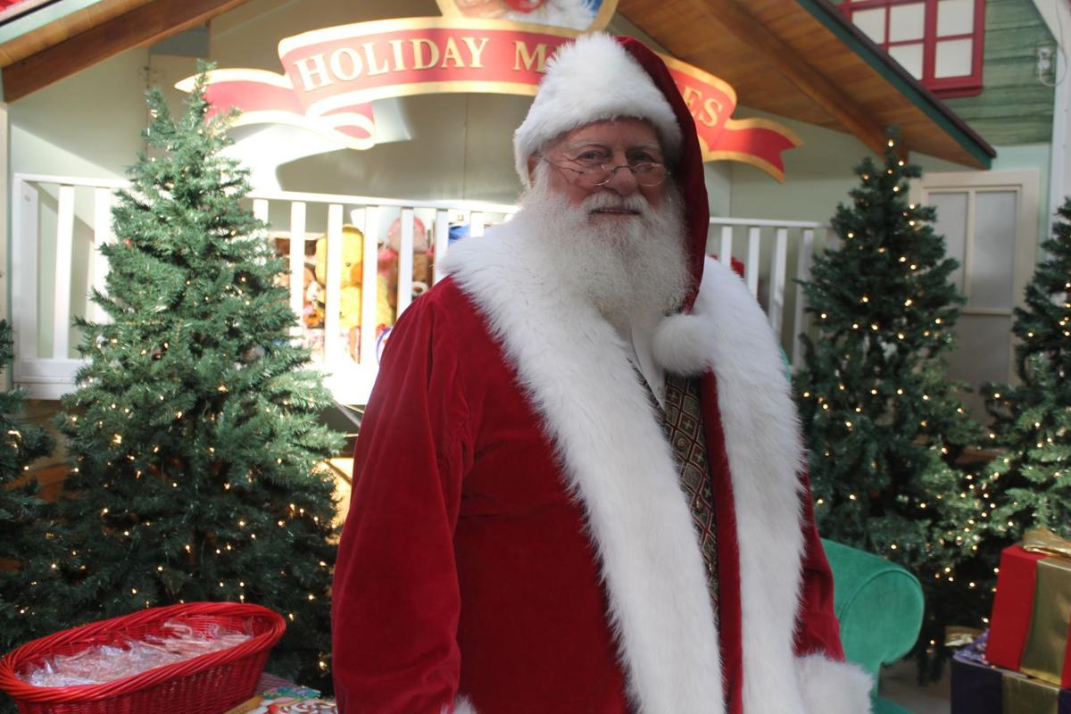 Santa Claus celebrates 13 years at Waldorf mall