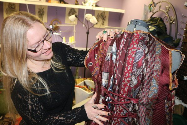 The Bazaar Universe of Jade Ellis